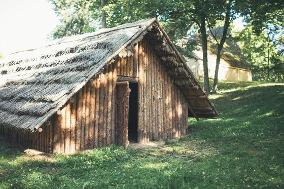 Burial mound exhibition and a Sone Age hut in Palūšė 2